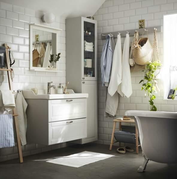 Salle de bains blanche IKEA