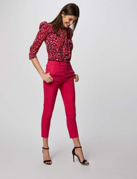 Couleurs tendance printemps-été 2020 : le pantalon rose fuchsia