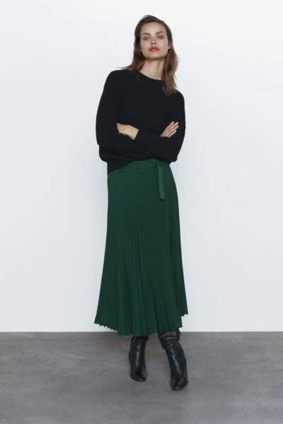 Couleurs tendance printemps-été 2020 : la jupe plissée vert sapin