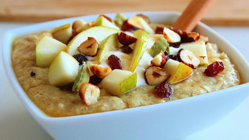 Porridge poire raisins épices