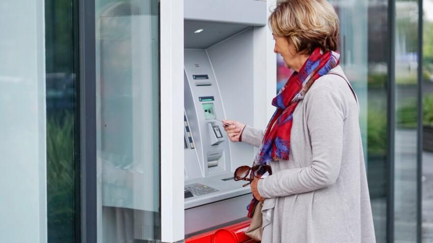 Distributeur de billets : retirer de l'argent en France pourrait bientôt vous coûter plus cher