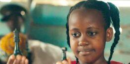 Décès de la jeune star de Disney, Nikita Pearl Waligwa, des suites d'une tumeur au cerveau à seulement 15 ans