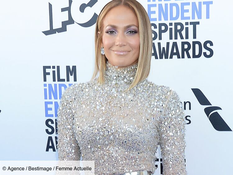 Jennifer Lopez terriblement sexy : à 50 ans, elle s'affiche en bikini ficelle et dévoile sa poitrine (wow !)