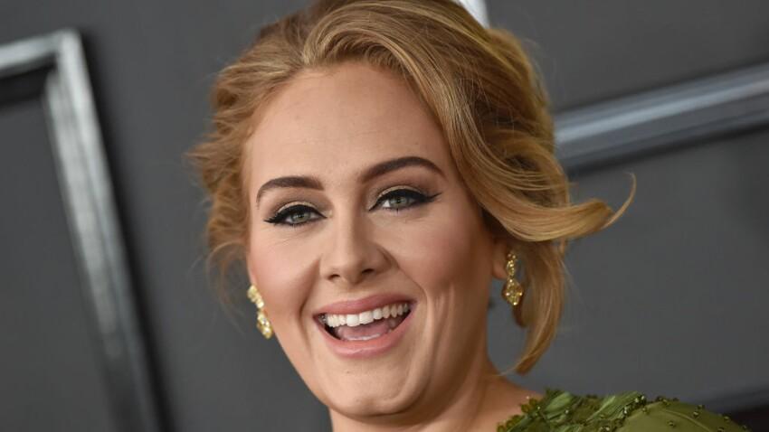 Vidéo - Adele ultra-amincie : elle fait sensation en jupe imprimée et top moulant au mariage de sa meilleure amie