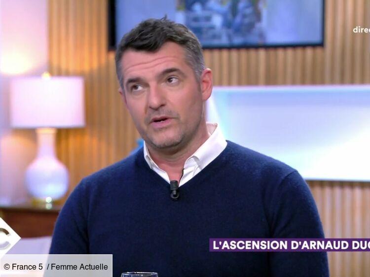 """Vidéo - """"C à Vous"""" : Arnaud Ducret révèle qu'il a appelé son fils Oscar grâce à Jean Dujardin"""