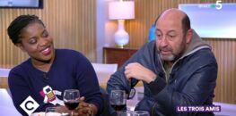 """VIDEO - """"C à vous"""" : quand Kad Merad et Claudia Tagbo prennent la place d'Anne-Elisabeth Lemoine"""