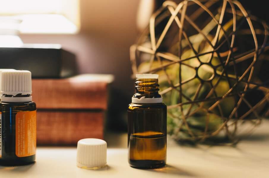 Antifongique : l'huile essentielle de Tea Tree contre les mycoses