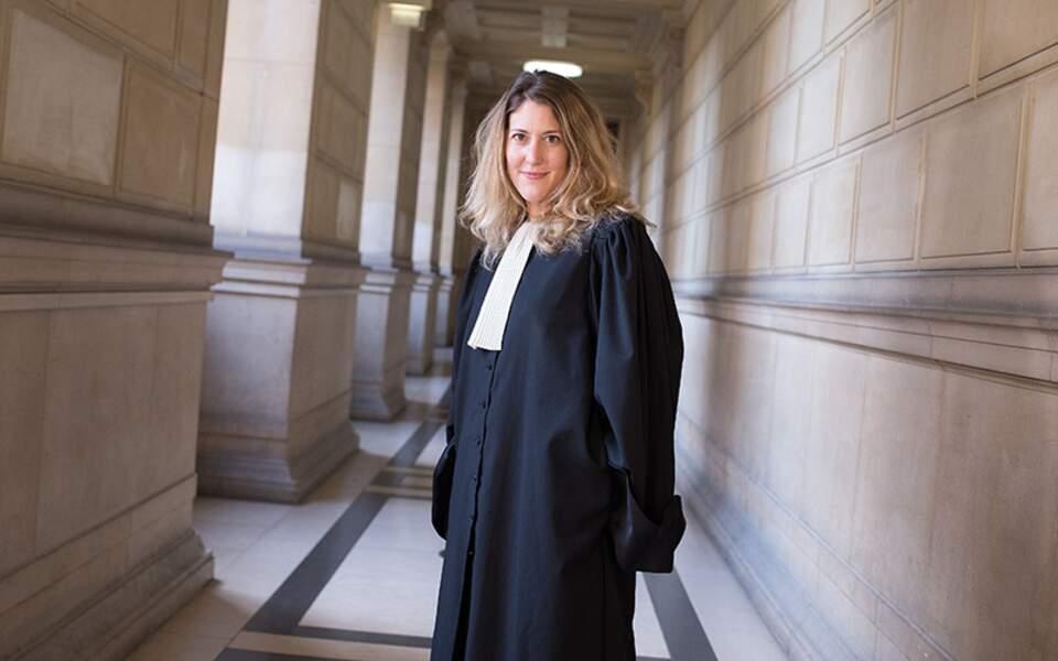 Elle est également diplômée de l'Institut d'Etudes Politiques de Paris (Sciences-Po).