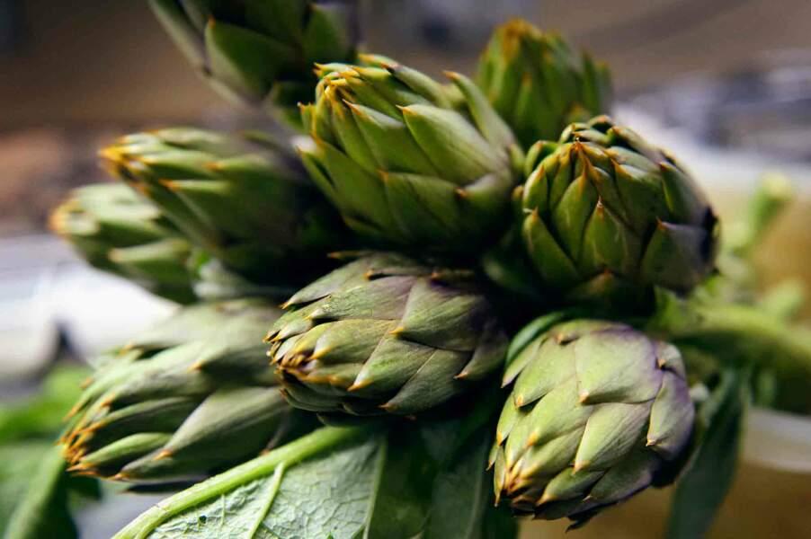 La recette de la salade d'artichauts épineux cru, citron, parmesan et huile d'olive extra vierge Nocellara de Sicile du Chef Massimo Tringali