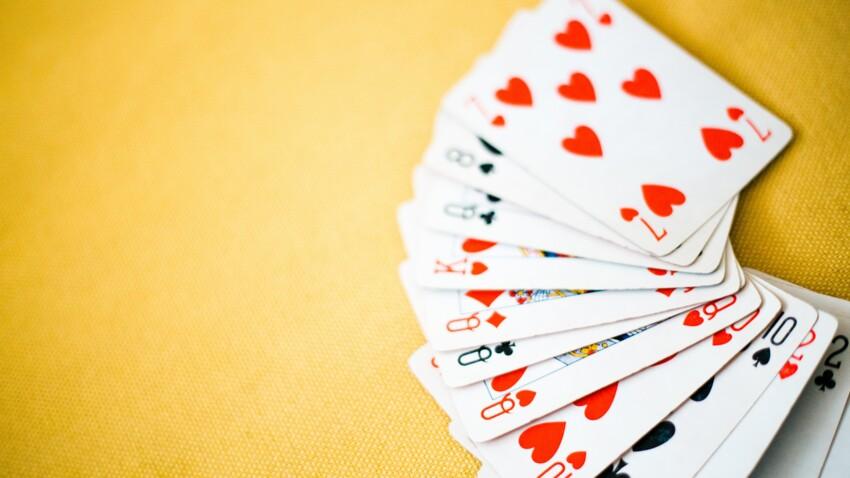 Cartomancie : significations des associations et messages du jeu de 32 cartes