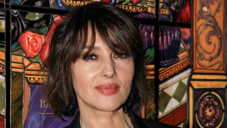 Monica Bellucci assume ses rides et poste un portrait d'elle sans retouche