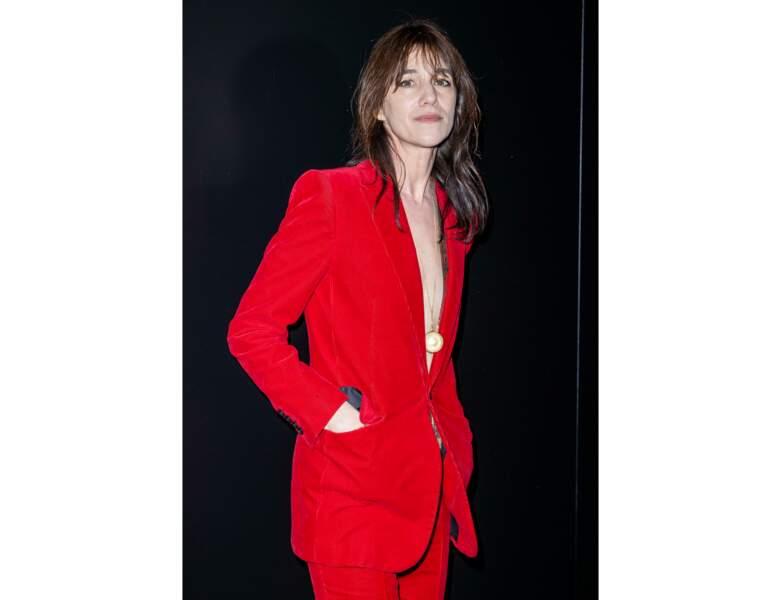 Cheveux châtains : la nuance profonde et foncée de Charlotte Gainsbourg
