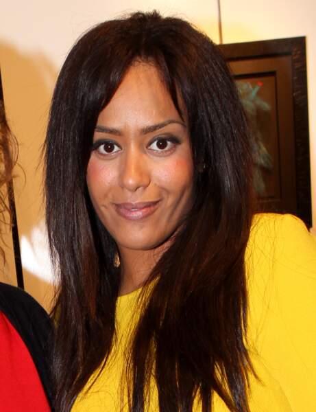 Amel Bent avec les cheveux lisses