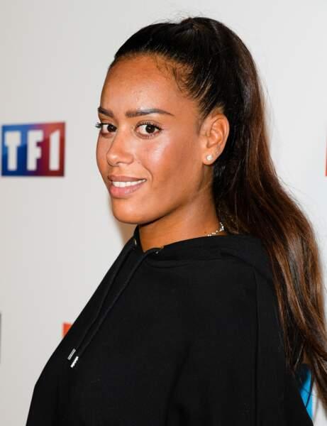 Amel Bent avec une ponytail haute