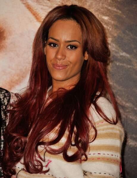 Amel Bent avec les cheveux souples