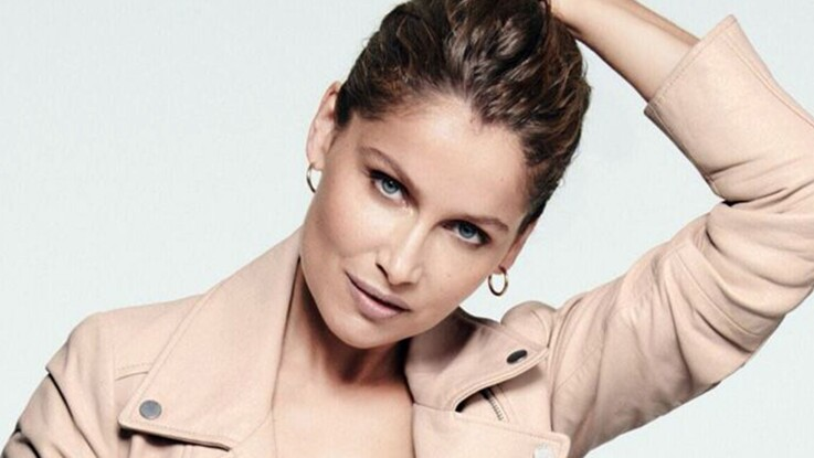 Photo - Laetitia Casta ultra-sexy : elle pose en mini short léopard et veste sans rien en dessous (wow !)