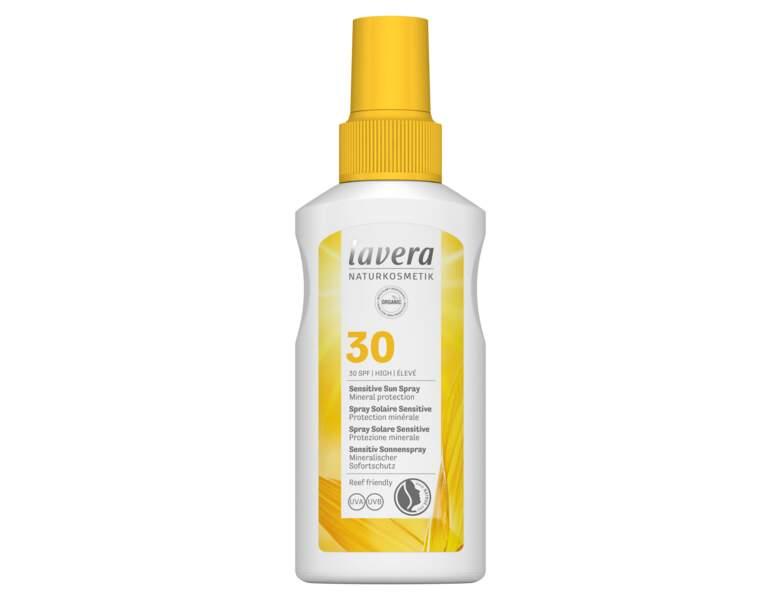 Crème solaire : le spray Lavera pour peaux sensibles