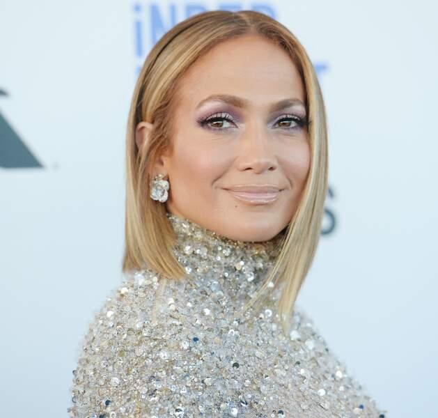 Quand elle n'utilise pas de faux-cils, Jennifer Lopez est une inconditionnelle du mascara Volume Millions de cils de L'Oréal Paris