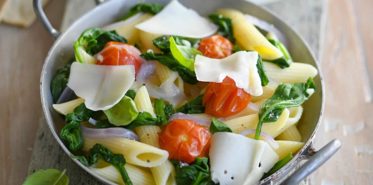 One pot pasta aux tomates cerise, épinards et tomme de chèvre