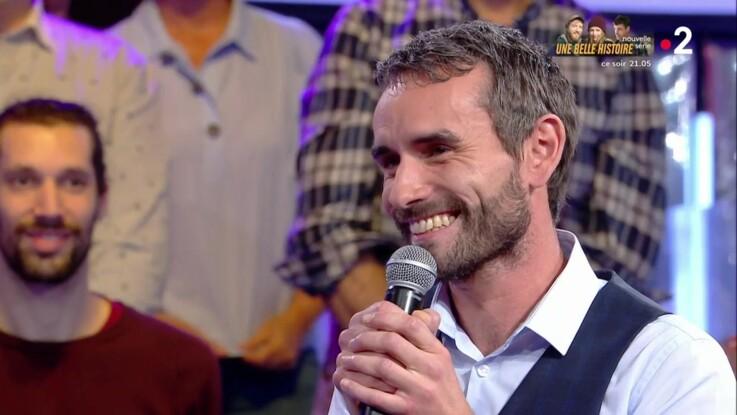 """""""N'oubliez pas les paroles """" : le maestro Mickaël éliminé se confie pour la première fois sur sa famille"""