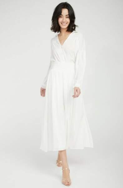 Total look blanc : la jupe midi à volants