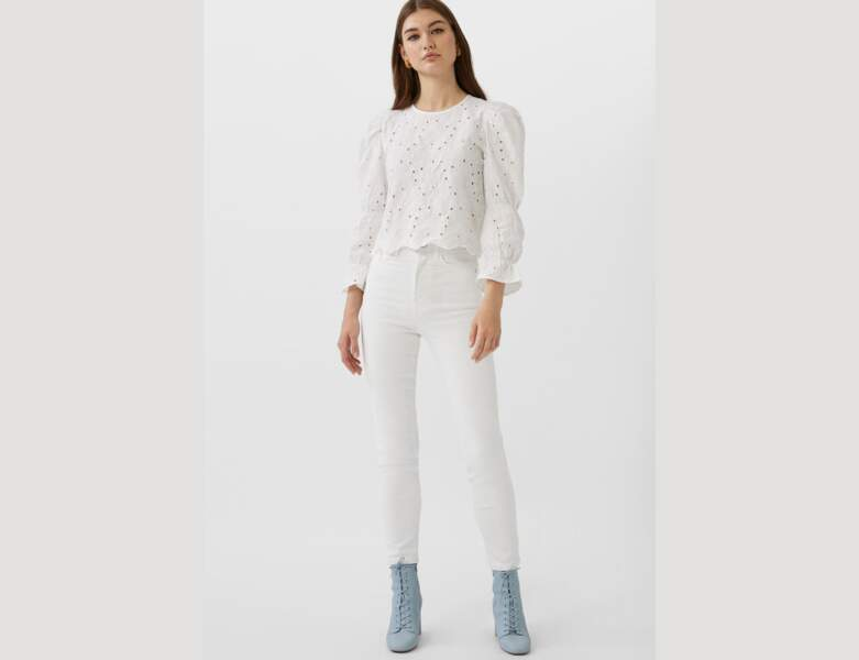 Total look blanc : le jean avec blouse romantique