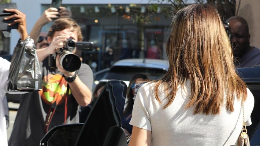 Photos - Oups, accident de crop-top ! Cette star qui laisse apparaître son sein en pleine rue