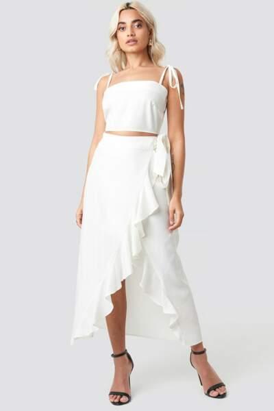 Total look blanc : l'ensemble crop top jupe mi-longue