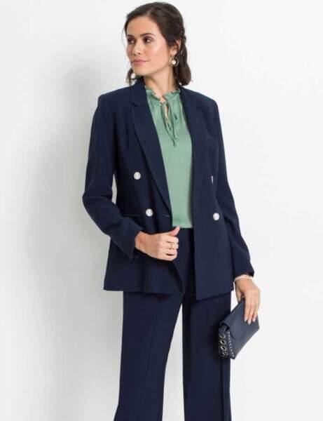 Blazer tendance : la veste bleu marine chic