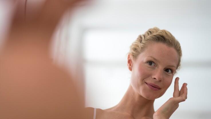 Confinement : 3 gestes faciles pour prendre soin de sa peau à la maison