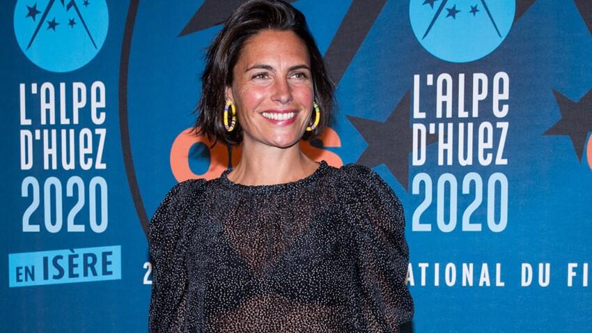 Alessandra Sublet : pull flashy et pantalon original, elle détonne en couverture d'un magazine