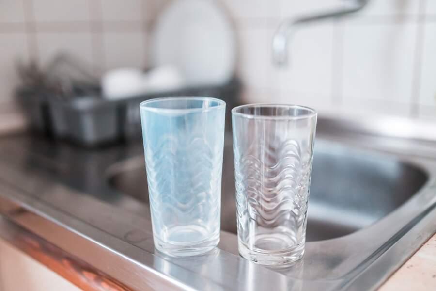 Ne pas nettoyer directement toute surface ou objet souillée