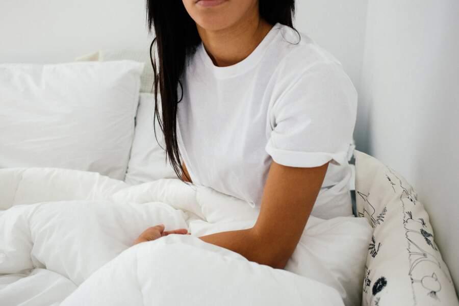 S'asseoir ou s'allonger tout habillé dans son lit