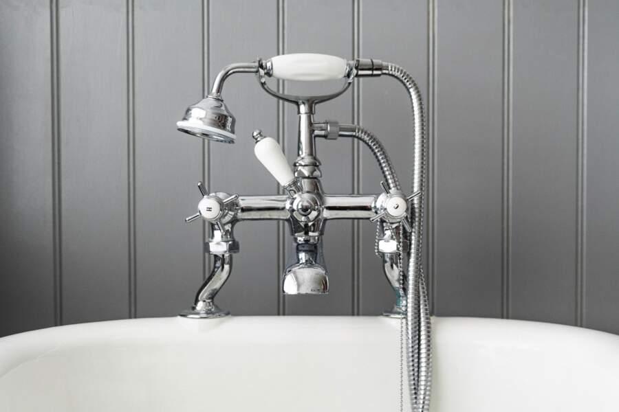 Ne pas rincer la baignoire ou la douche après chaque utilisation