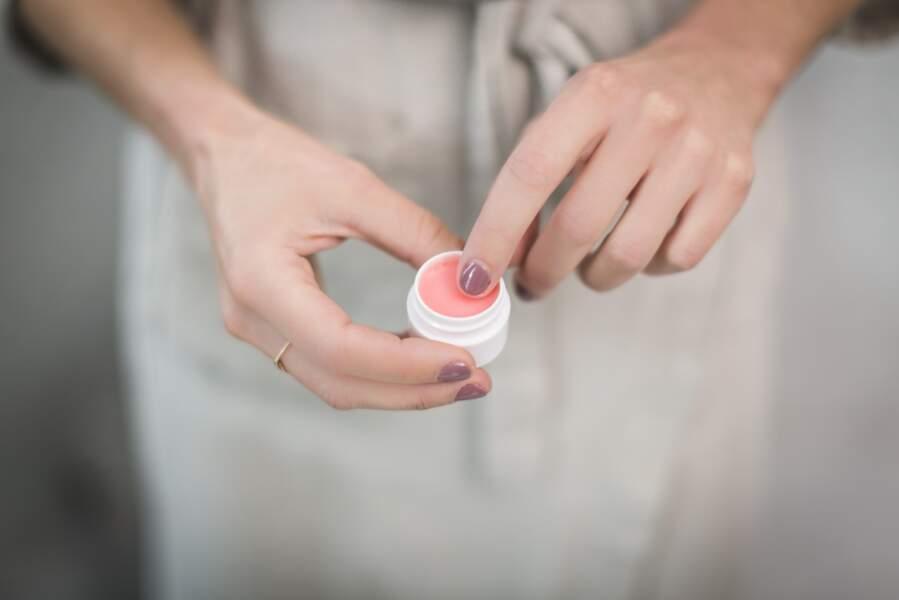 Ne pas se laver les mains avant de mettre son doigt dans son baume à lèvre