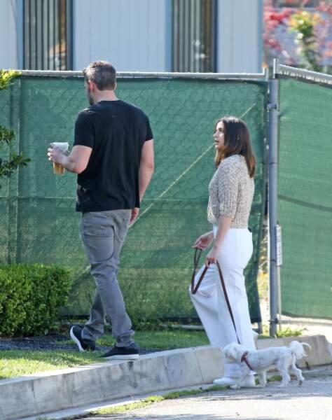 Ben Affleck et Ana de Armas poursuivent leur promenade, en pleine épidémie du COVID-19, le 21 mars 2020