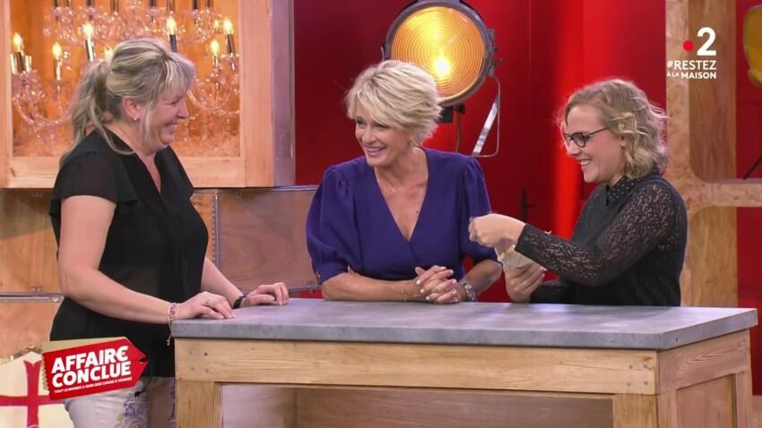 """""""Affaire conclue"""" : Sophie Davant pique un fou rire devant une poupée disgracieuse"""