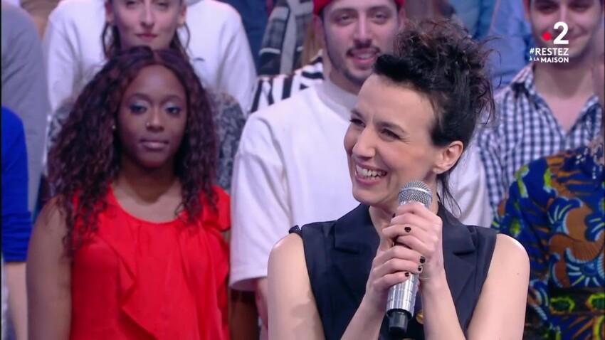 """""""N'oubliez pas les paroles"""" : Estelle, la nouvelle maestro, est-elle en couple ?"""