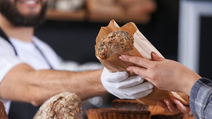 Coronavirus : l'astuce étonnante de Michel Cymes pour éviter d'être contaminé par le pain