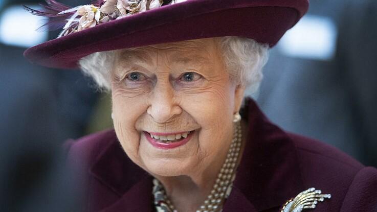 La reine Elizabeth II en pleine forme : ce détail sur sa photo qui amuse beaucoup Stéphane Bern