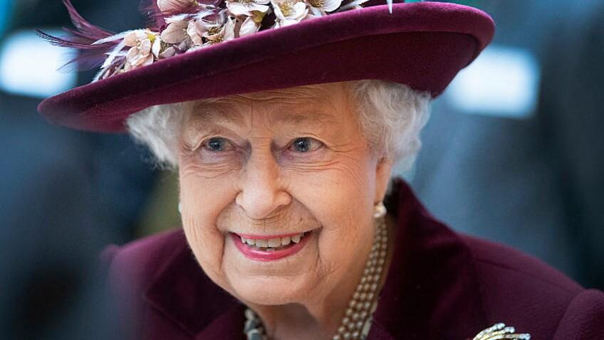 """Elizabeth II et le prince Philip vont être vaccinés contre la Covid-19 """"publiquement"""""""