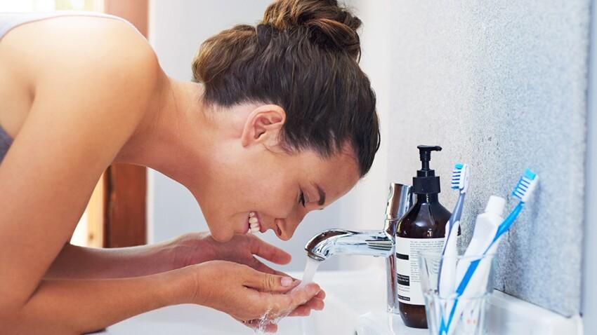 Faut-il se laver le visage même si on ne s'est pas maquillée de la journée ?