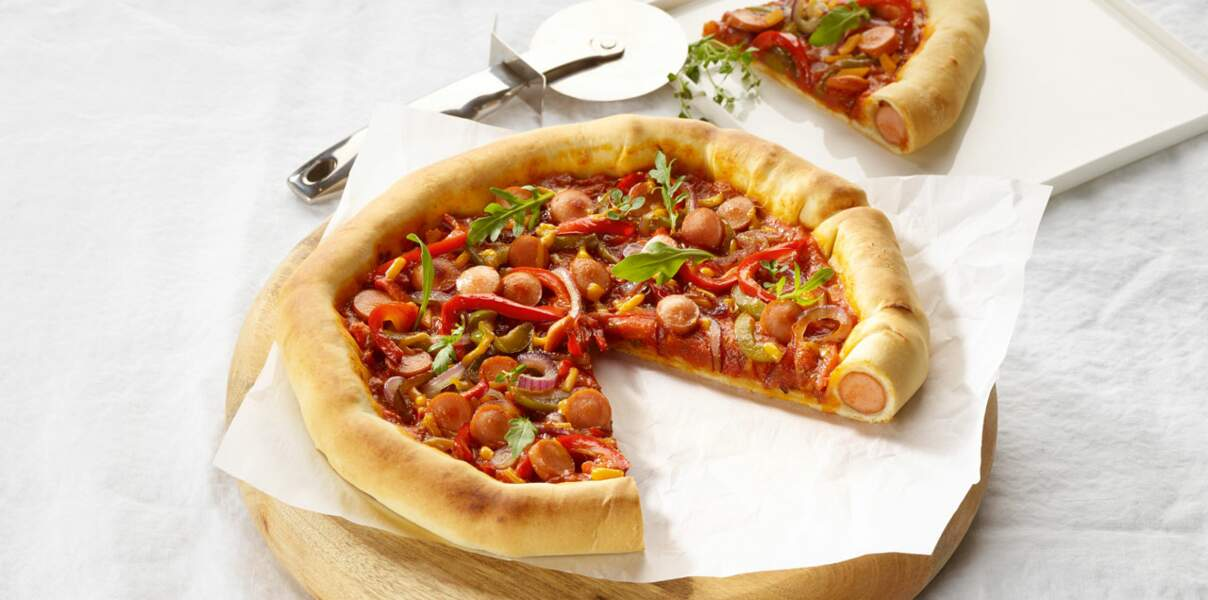 Pizza mexicaine fourrée aux saucisses knacks