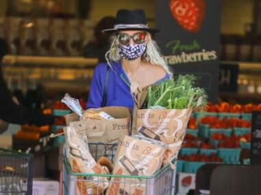 Coronavirus : Laeticia Hallyday arbore un masque très surprenant