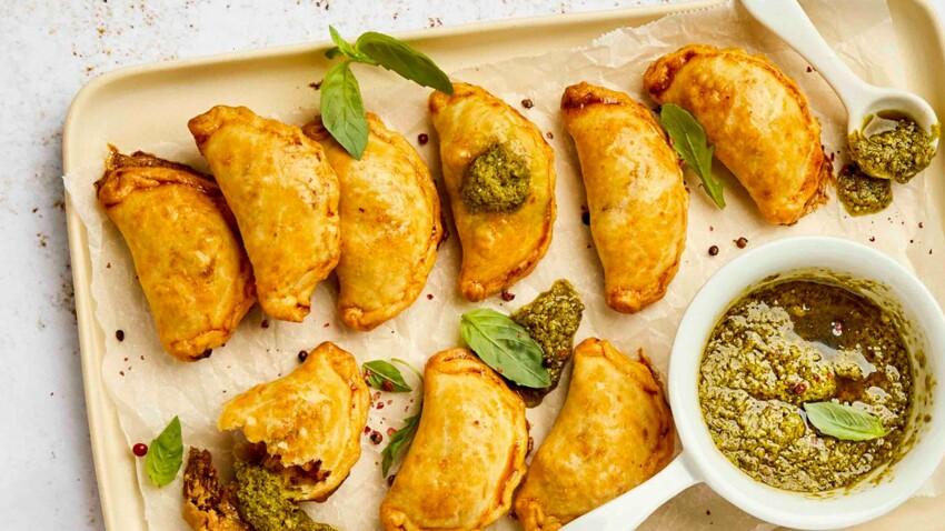 Empanadas aux restes de poulet rôtis, fromage à tartiner et tomates confites