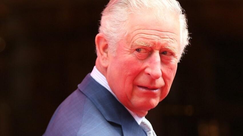 """Le prince Charles, positif au covid-19, annonce être """"de l'autre côté de la maladie"""""""