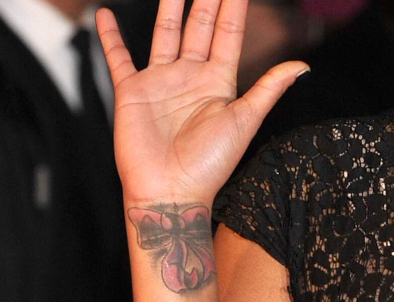 Tatouage de star : Amel Bent