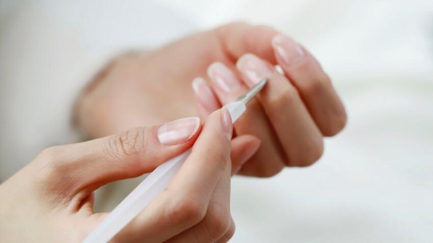 Comment retirer ses faux ongles à la maison ?