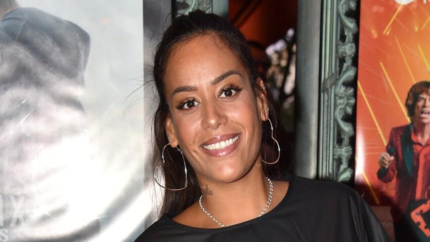 Amel Bent sexy : chemise ouverte et minijupe fendue, elle dévoile sa silhouette amincie
