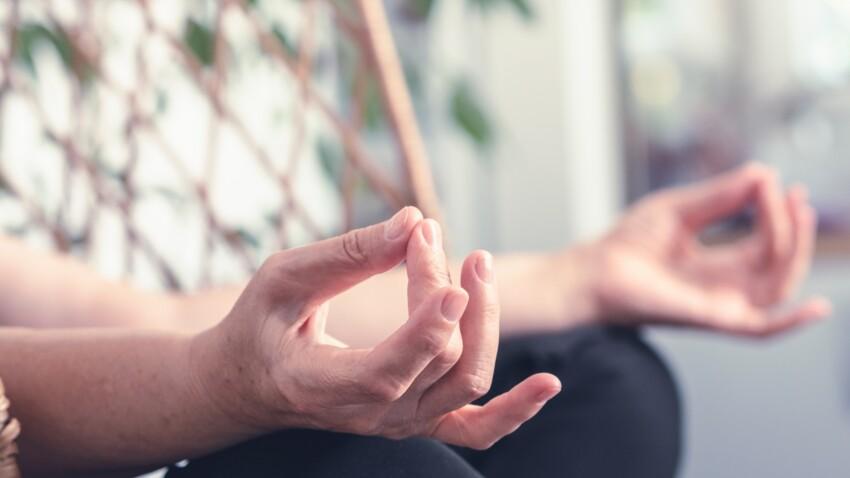 Yoga des doigts anti-stress : 6 mouvements express pour se détendre immédiatement